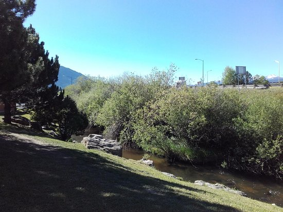 Butte, MT : Pohled z hotelové terasy do přírody