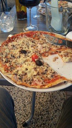 Villefontaine, Francia: Pizza reine