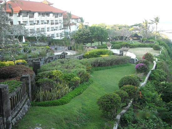 Grand Nikko Bali : Beautiful gardens sprawling for acres.