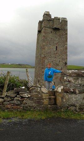Isola di Achill, Irlanda: View to show access to castle