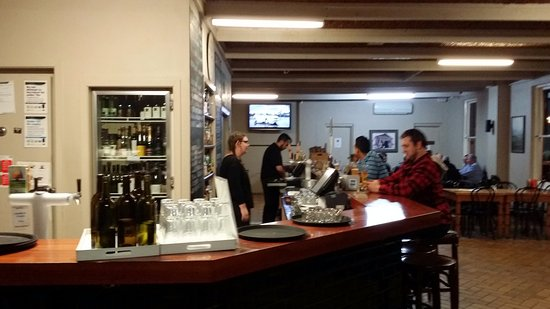 Whitfield, Australia: The bar and informal dining room.
