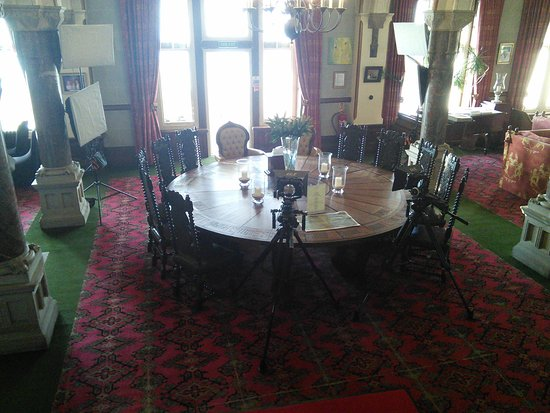 Camelot Castle Hotel: King Arthur's round table