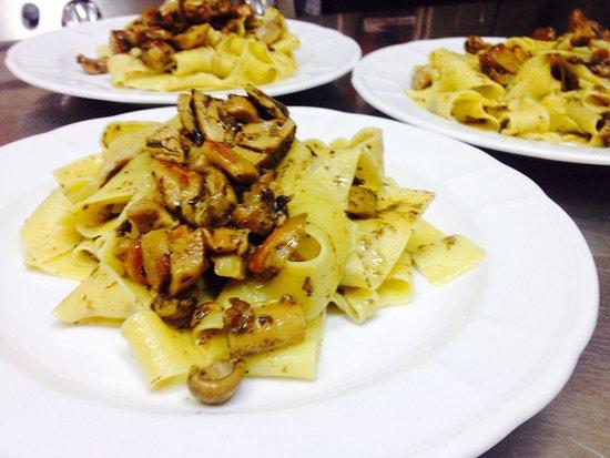 Venafro, Italia: Dai gnocchi fritti e focaccine con la mortadella di Antonello ... Alla cucina di Mariangela