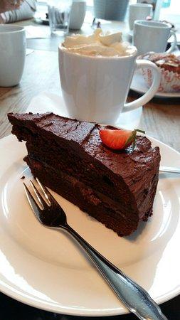 Harstad, Norge: Sjokoladekake og varm sjokolade