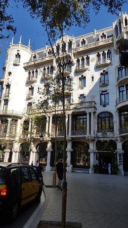 Casa Fuster Hotel: Fachada a Gracia