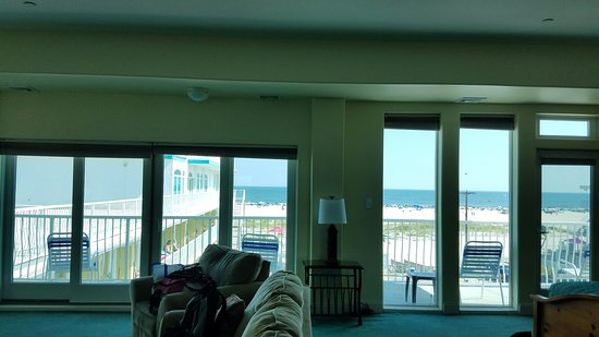 Paradise Oceanfront Resort: 20160826_150827_large.jpg