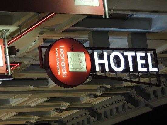 Leonardo Hotel Antwerpen: La WiFi no era gratis costaba 10:90 euros la noche
