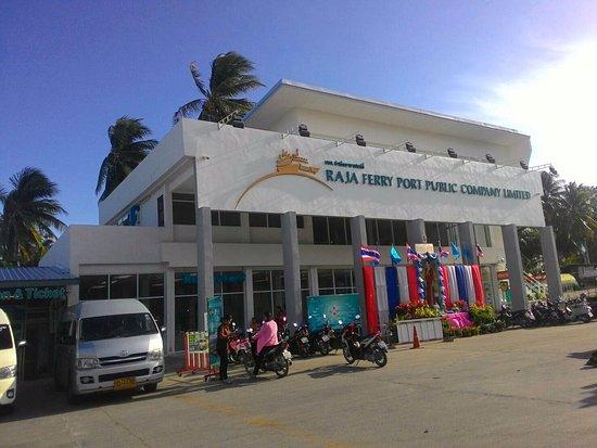 Raja Ferry Port: ที่นั่งพักก่อนขึ้นเรือ