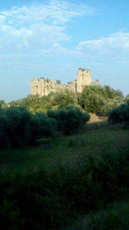 Castello di San Felice: Il castello federiciano illuminato dalla luce del mattino