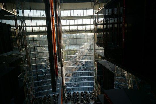 Park Plaza Westminster Bridge London: エレベータ横にある窓からビッグベンが見えます。