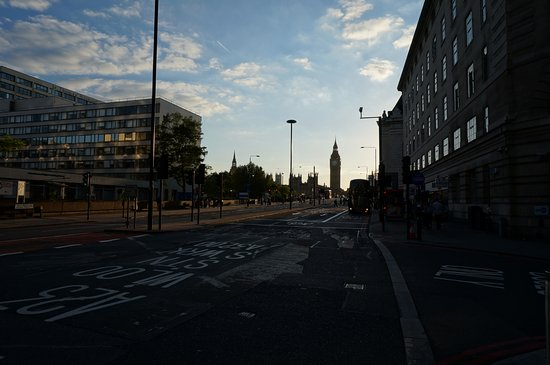 Park Plaza Westminster Bridge London: ホテルを出たすぐにビッグベンが見えます。