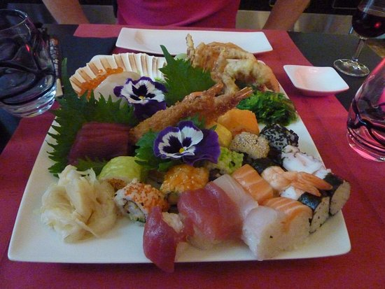 Sushi combo platter picture of aka cite luxembourg city for Aka japanese cuisine menu