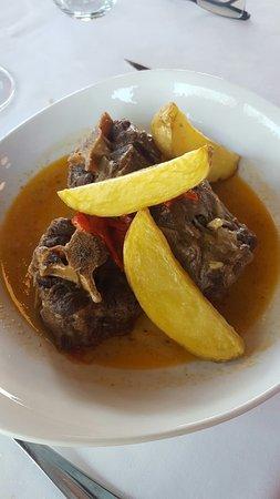 Mogarraz, España: Comida en El Mirasierra. La calidad es muy buen. Patatas meneadas riquísimas, la plumas algo sal