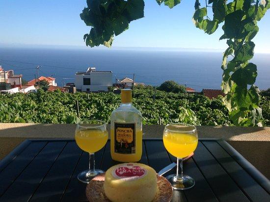 Estreito da Calheta, Portugal: Apéritif local : la puncha. Sur la terrasse de la chambre.