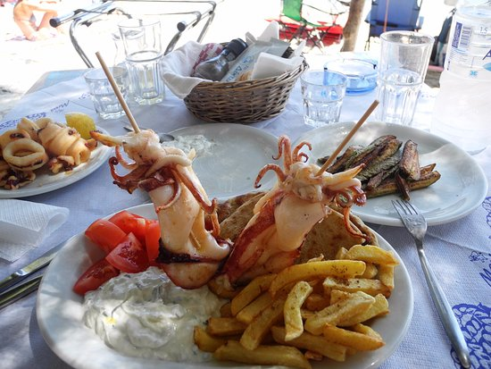 Moutsouna, Grecia: calamari alla griglia e fritti
