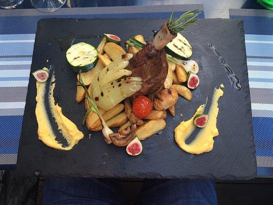 Murter, Croacia: Pyszna jagnięcina oraz kurczak cordon bleu były to wyśmienite dania .