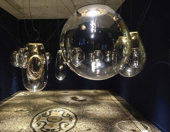 Museo Nacional de Artes Decorativas : Glass balloons