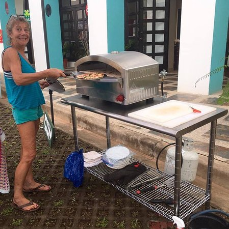Esterillos Este, Costa Rica: During the off season, I ONLY make frozen shrink-wrapped pizzas.  Buy them on Saturday mornings
