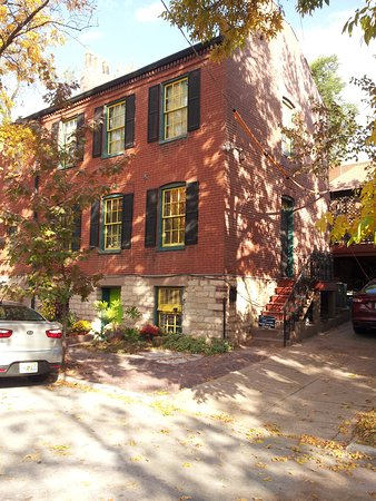 Brewers House Bed and Breakfast: View from the street (no through road) - some offstreet parking may be available.