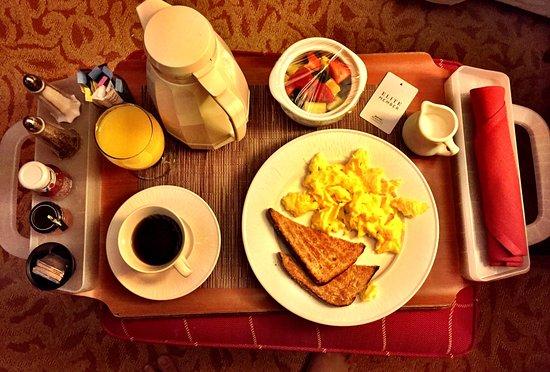 Marriott Chesapeake : Breakfast in bed ...