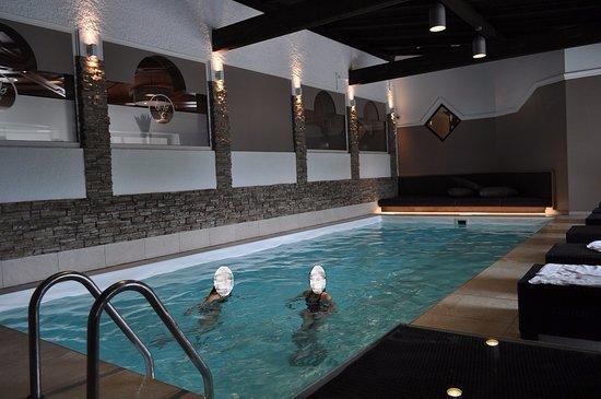 Piscine interieure sauna bild von hotel gerl wals for Piscine sauna