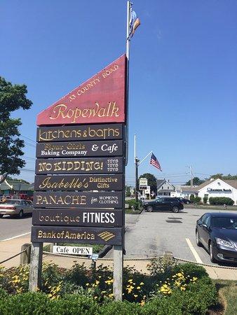 Mattapoisett, Массачусетс: Sign on Route 6