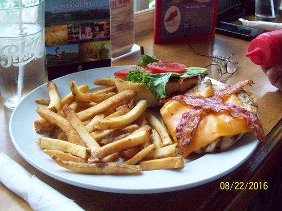 Mabou, Kanada: Grilled Chicken Burger
