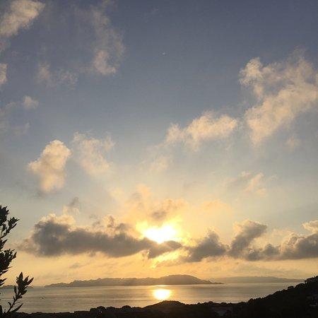 Resort Valle Dell'Erica Thalasso & Spa : La spiaggia della Licciola, alba allarcipelago, gli Zini.