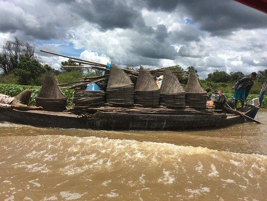 Battambang, Kambodża: scene on the river