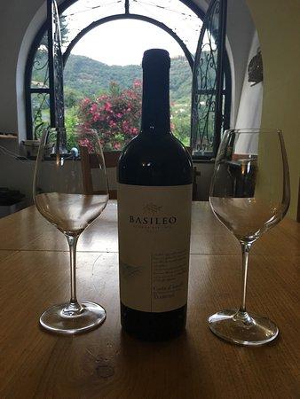 Tramonti, Italy: Basileo Wine