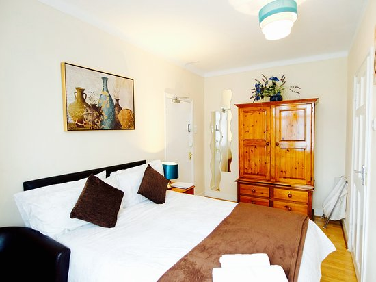 Enfield, UK: King size en-suite room