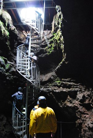 Snaefellsbaer, Islandia: The stairs down into the cave
