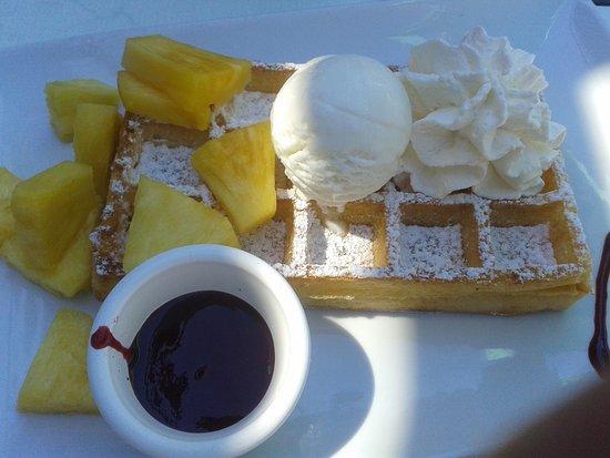 Rivesaltes, Frankrijk: gaufre mère Marie- ananas mur et sucré-