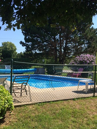Meaford, Kanada: Pool, surrounded by beautiful flowers!
