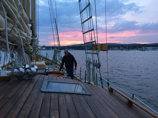 Berry Manor Inn: Sunset aboard the Schooner Koukla