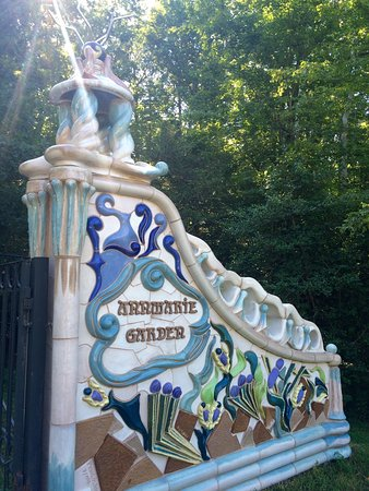 Solomons, MD : Gate/entrance to Annmarie Gardens.