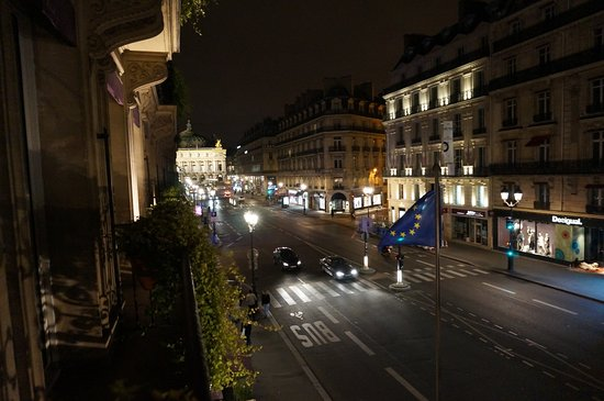 Hotel Edouard 7: バルコニーから見えるオペラ座