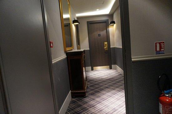 Hotel Edouard 7: 2階部屋の入口