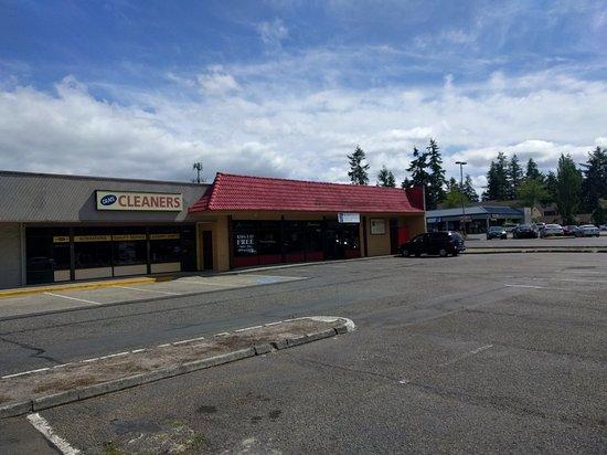 Kirkland, WA: The restaurant (w/ red roof)