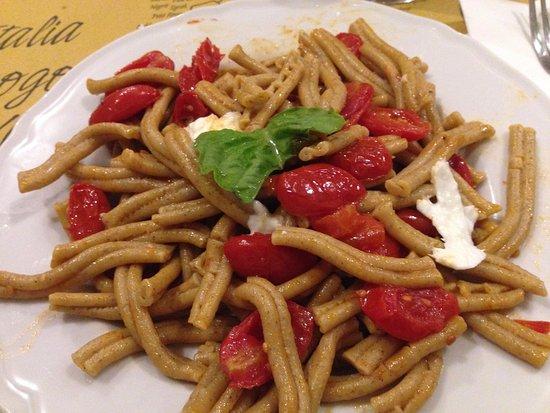 Carsoli, Italia: Pasta di farro pomodorini e bufala