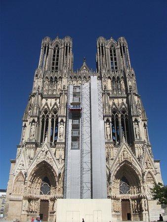 Cathedrale Notre-Dame de Reims: 修復中の大聖堂