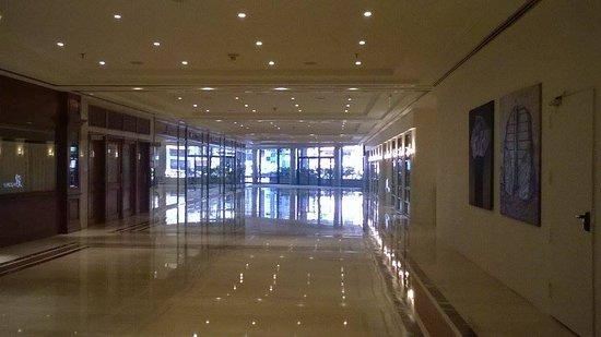 Sheraton Buenos Aires Hotel & Convention Center: Entrada interna al Hotel