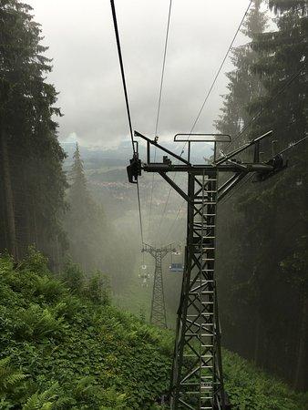 Bad Kohlgrub, Alemania: alles etwas einfacher und sichtbar nicht der modernste lift - oben aber schöne aussichten auf de
