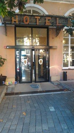 Grand Hotel Mediterranee: Entrata dal parcheggio privato