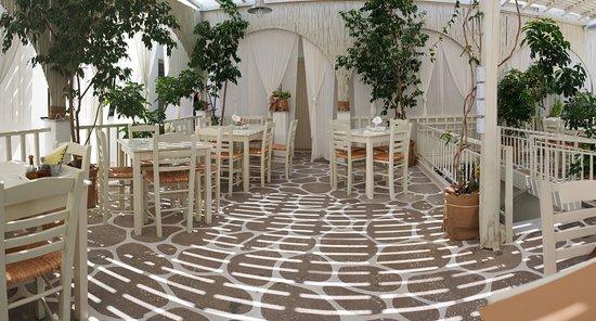 Дриос, Греция: Restaurant Anna, open-air garden, upstairs