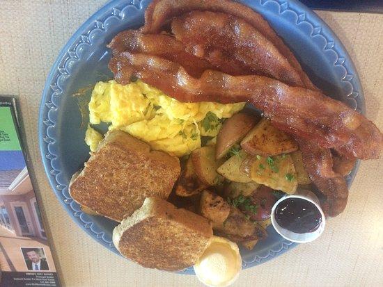 Ashland, OR: Breadboard has yummy food and friendly service!