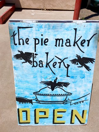 The Pie Maker Bakery: Sign