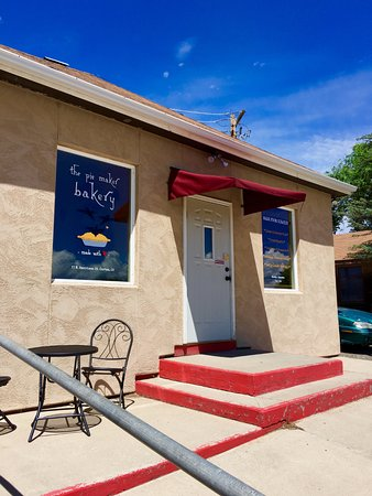 The Pie Maker Bakery: Exterior