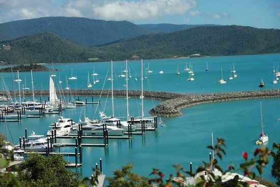 Whitsunday Moorings Bed and Breakfast : view from the garden outside the room..