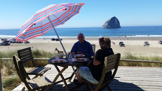 Pacific City, OR: Fresh crab cakes on the deck